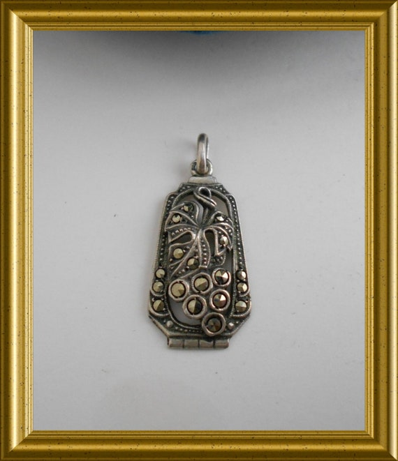 Beautiful silver pendant with marcasite