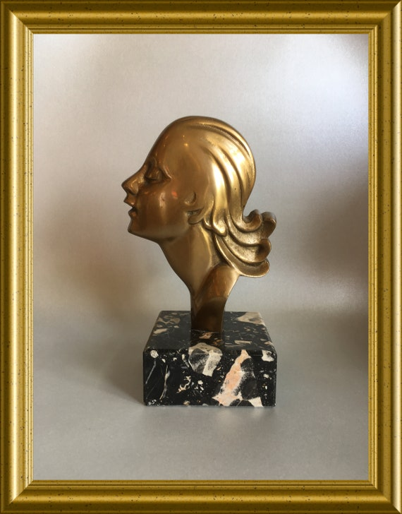 Art deco bust: head on marble
