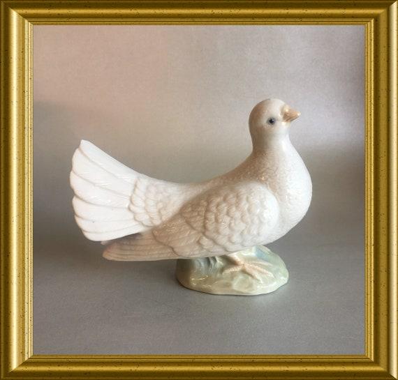 Vintage porcelain bird figurine: dove/ pigeon