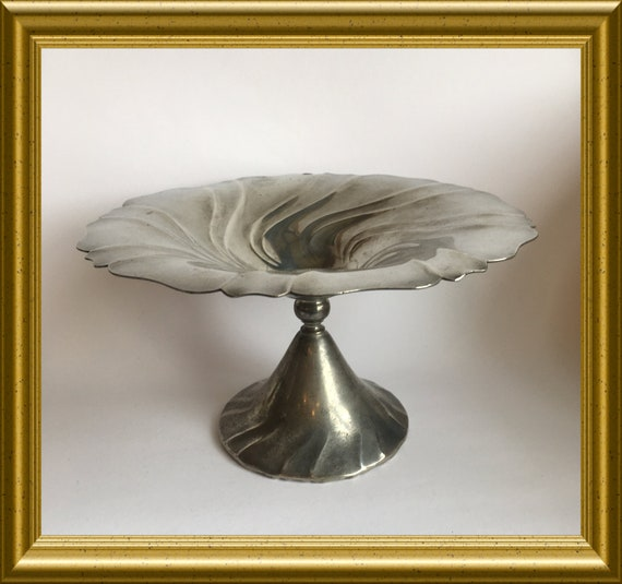 Art nouveau pewter footed dish: Insico pewter (Derby Silver Co)
