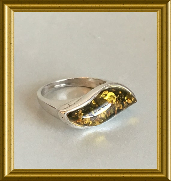 Vintage silver ring with amber
