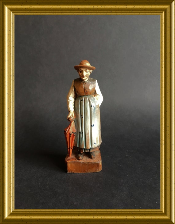 Vintage wooden figurine : woman with umbrella