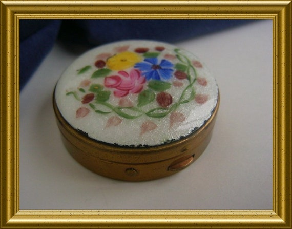 Vintage guilloche enamel box / pillbox