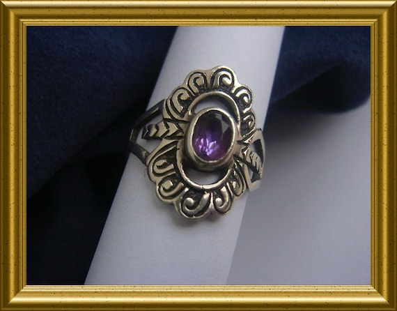 Beautiful vintage silver ring with purple stone