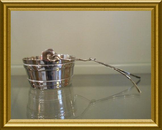 Vintage tea strainer / spout: Wiskemann
