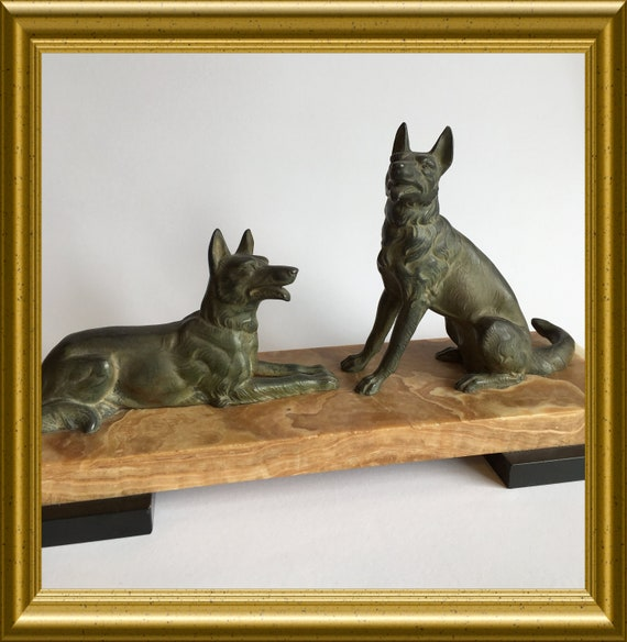 Pickup in Gouda only: art deco figurine, dogs on marble, shipping not available