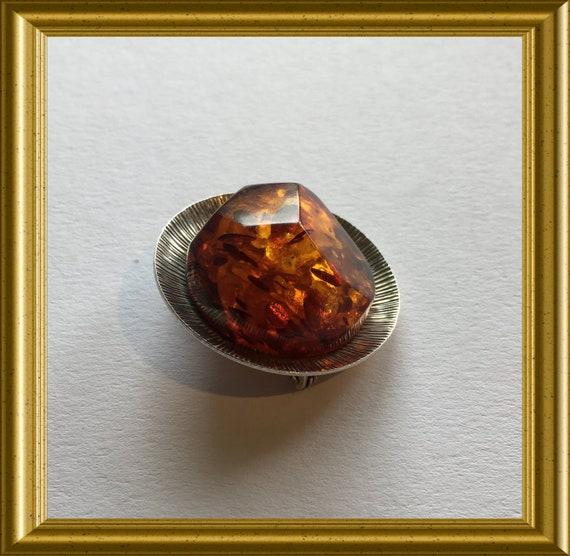 Beautiful silver brooch: amber