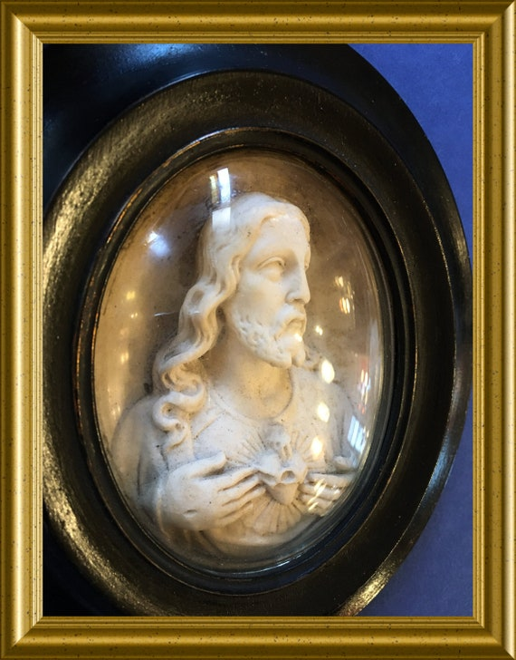 Antique black oval wooden frame: meerschaum, Jesus, domed glass