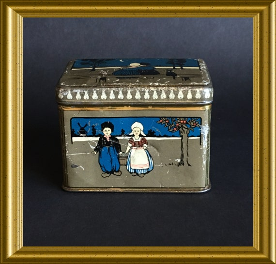 Antique small tin : national costume
