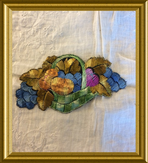 Vintage Turmac silk applique from the 30's: fruit basket