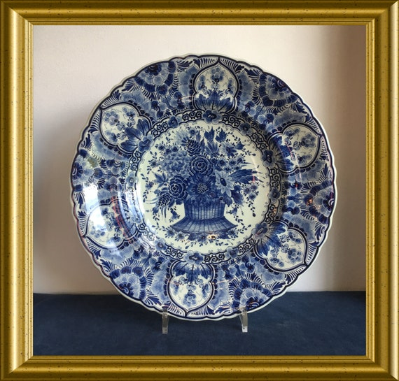 Pickup in Gouda only, Regina Gouda art pottery Delftblue plate flowerbasket, shipping not available