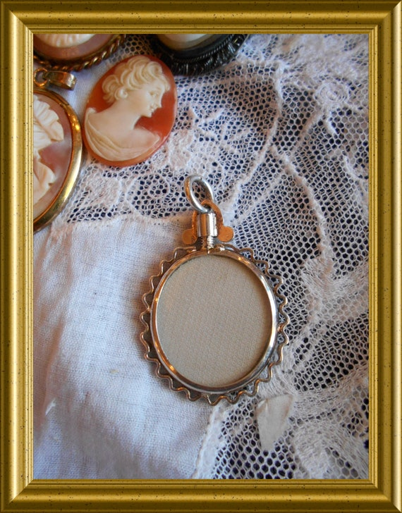 Silver pendant for pictures: locket