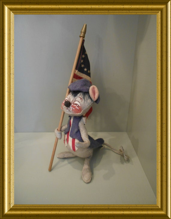 Vintage toy: Annalee Mobilitee Doll, mouse with American flag
