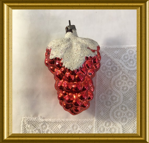 Vintage glass christmas ornament: grapes