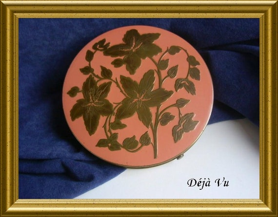 Vintage big powder compact