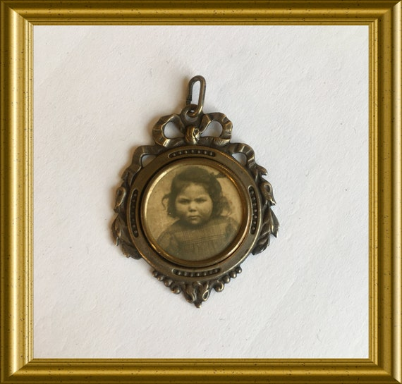 Antique pendant with child's photograph, locket