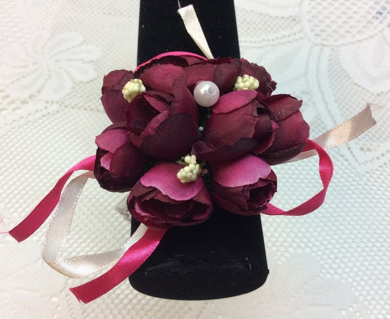 WC24 Beach Wedding Elegant Burgundy Rose Buds Grandmother Mother Bridesmaids Beautiful Wrist Corsage Wedding Accessory for Bride