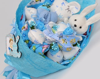 3b49429963950 Baby shower gift   Newborn gift   baby boy gift   Baby shower boy gift    Diaper Cake   new mom gift basket   babbie gift