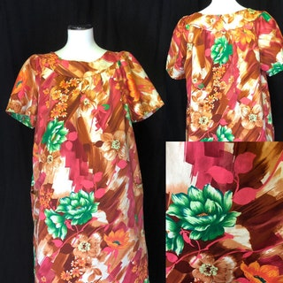 1970s Floral Muumuu in Size 22 with Oversized Pockets  Plus Size House Dress