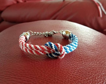 Bracelet with nautical style knot