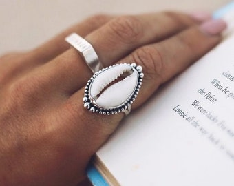 Iridescent Ring Round Mother of Pearl Ring Seashell Ring Contemporary Ring Rhodium 925 Silver Ring White Shell Ring Summer Ring