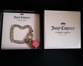 Signed Juicy Couture Gold Rhinestone Charm Bracelet w/ Pink Present Gift in Box