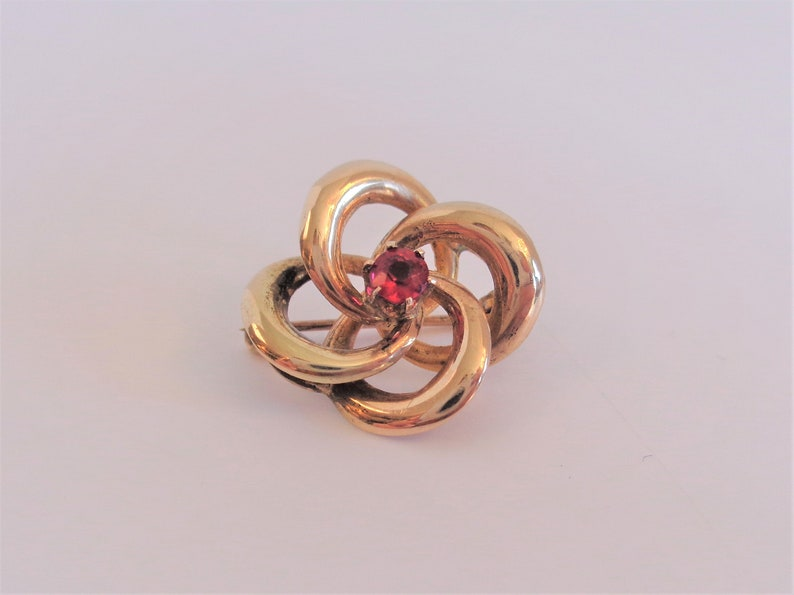 Victorian Art Nouveau 14K Gold Love Knot Pin Brooch with a Red image 0