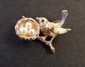 Vintage 14K Yellow Gold Bird with Nest and Pearl Eggs Brooch Pin Pendant