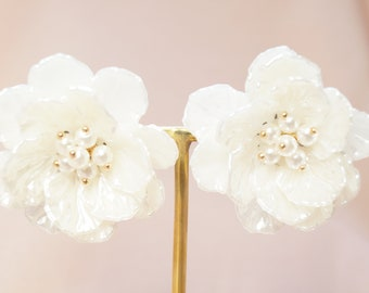 White flower earring etsy white magnolia earrings white flower earrings flower earrings big flower earrings bridal earrings wedding earrings bridesmaid earrings mightylinksfo