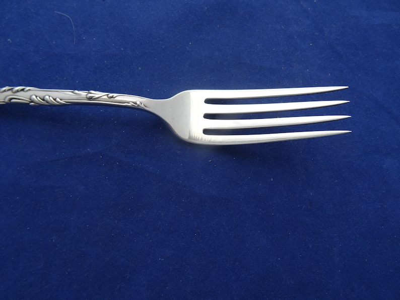 La Reine Dinner Fork par Reed - Barton Sterling Silver ca 1893 no mono