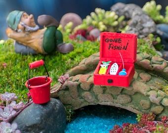New Fairy Garden Miniature Gone Fishin Boy Fishing with Dog Dollhouse Magic Scene Supplies Accessories Na-1008F