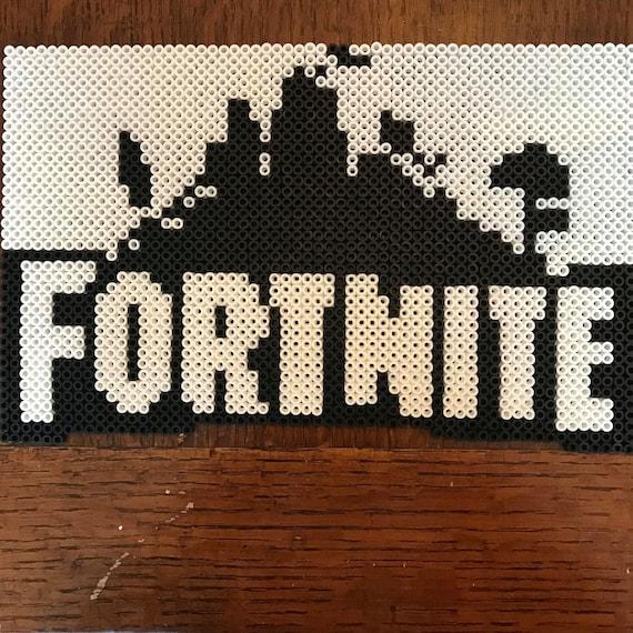 Articles Similaires à Fortnite 8 Bit Logo Pixel Art Sur Etsy