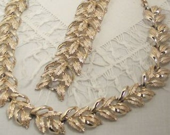 Vintage CORO Silvertone Chunky Link Bracelet with Interlocking Ribbon Flourishes