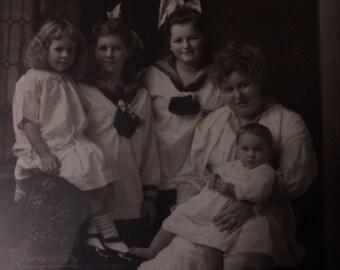 Antieke foto van een familie in het oorspronkelijke Frame!