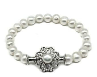 Gleam Pearl Chili Bracelet