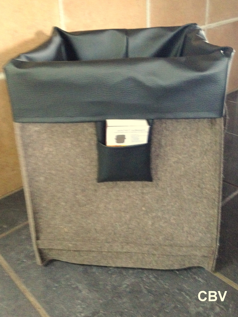 Square Storage basket in brown wool felt with inner pocket on rolls shape: geSCHEITle..