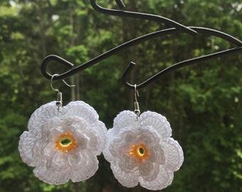 Crochet camomile flower earrings