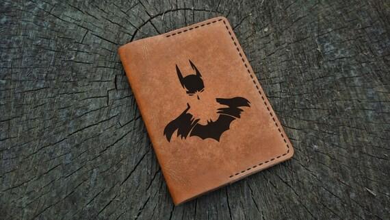 Couverture de passeport cuir personnalisé, Batman Arkham Knight, porte-passeport en cuir sur mesure, porte passeport en cuir, portefeuille de voyage