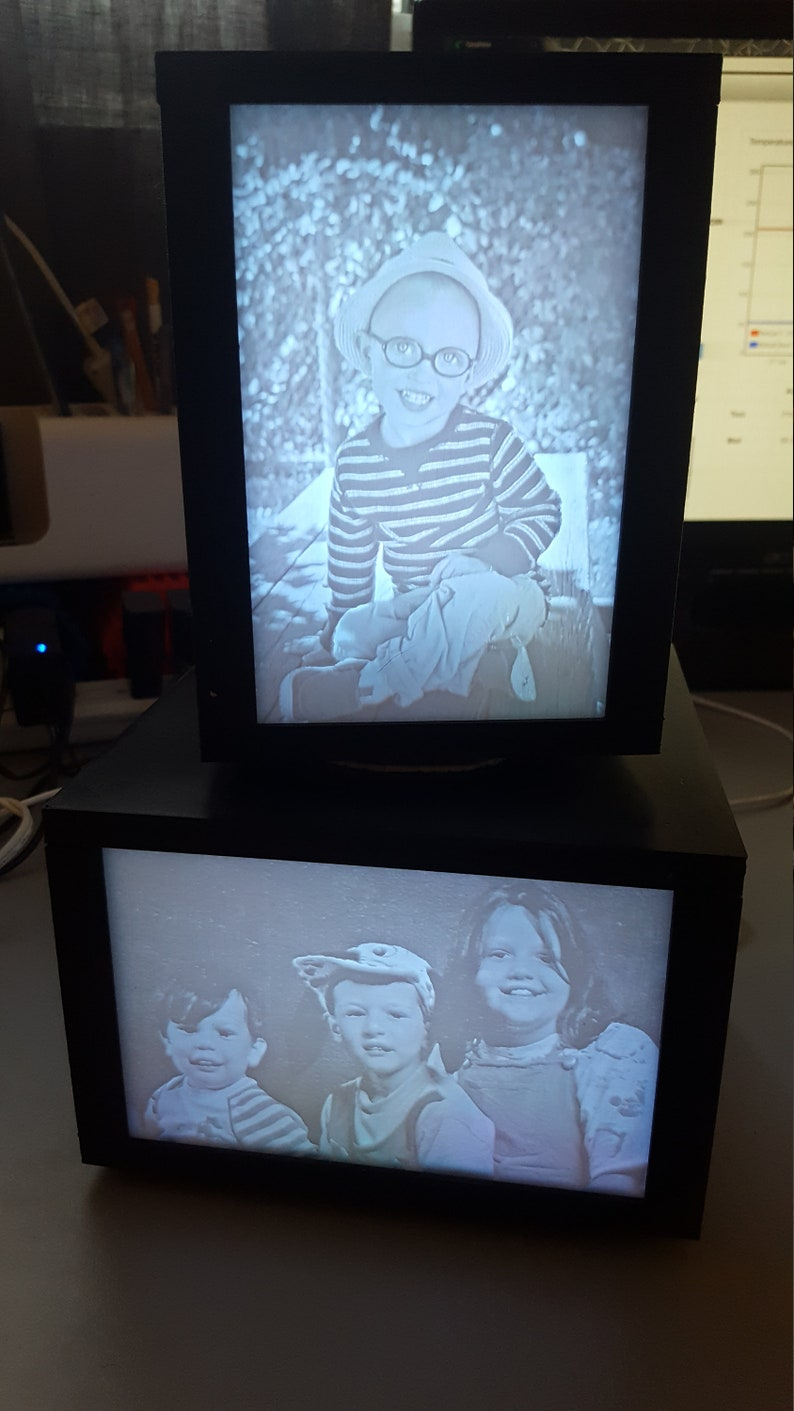Rotating 3d Printed Lithophane Lamp with 4 Custom Pictures