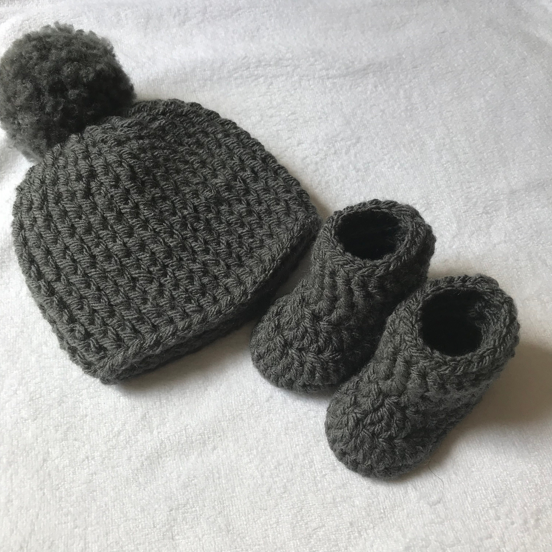 d35e75f1c Grey Pom Pom Hat & Booties Set Newborn Gift Baby Shower   Etsy