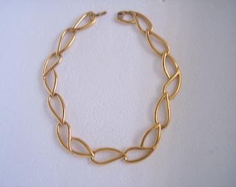 Vintage Monet Gold Tone Necklace.