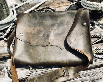 Rustic hand stitched pull up leather laptop bag No. 024
