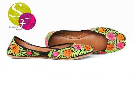 Belle Floral peint peint peint à la main les femmes chaussures plates Ballet Flats peint à la main khoussa Juti ethnique peint chaussures peintes à la main Mojari Juttis indien | La Reine De La Qualité  e6b388