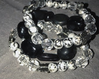 Stacking bracelet,Women bracelet,beaded black and white bracelet,stretch bracelet