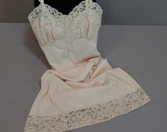 Vintage Full SlipNightgown VANITY FAIR Designer Slip Ivory White Dress Slip Size 34 Lovely! Floral Applique Design