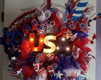 USA Mesh Wreath Lights up