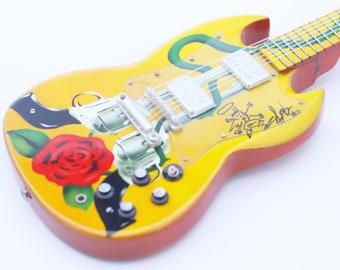 Slash GNR miniature guitar 360ba8a2671