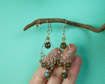Silver earrings of labradorite and silver beads (925)