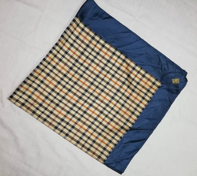 34x34.5 S061 FreePost scarves beauty silk design and colour
