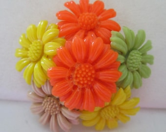 Daisy Pin in Celluloid Just in them for Summer